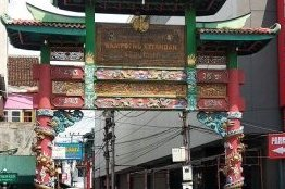 Gerbang menuju kampung Ketandan