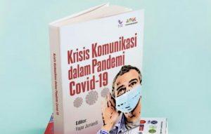 Buku komuniasi Covid yang diluncirkan.