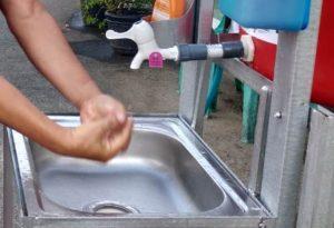 Cuci tangan menjadi kebiasaan baik.