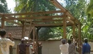 Sambatan atau gotong royong khas desa. (ilustrasi)