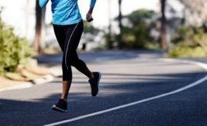 Aktivitas lari diharapkan dapat menjaga kebugaran dan kesehatan tubuh.
