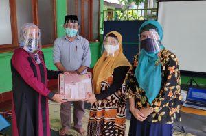 Dosen UMY foto bersama seusai memberikan materinya.