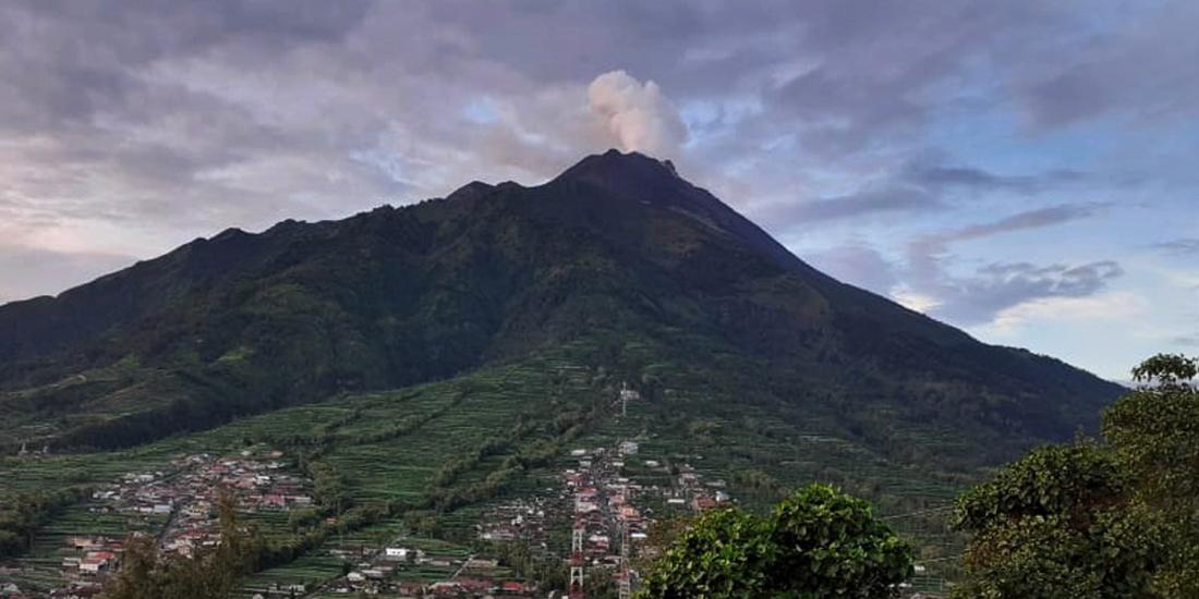Gunung Merapi terpantau dari PGM Selo