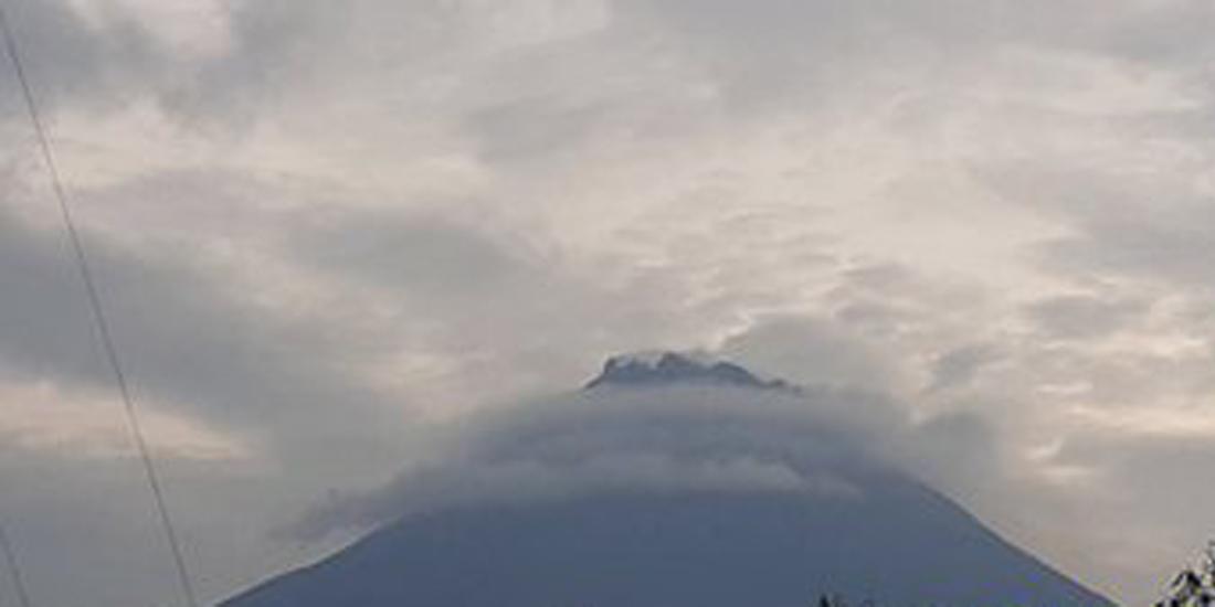 Gunung Merapi terpantau dari PGM Ngepos, 2020