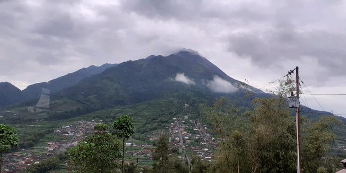 Gunung Merapi terpantau dari PGM Selo, 2020