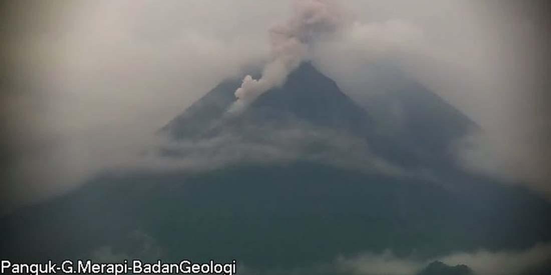 Visual awan panas guguran yang terjadi di puncak Gunung Merapi