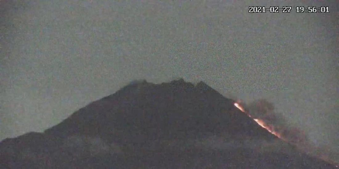 Gunung Merapi mengeluarkan awan panas guguran pada Sabtu, 27 Februari 2021, pukul 19.56 WIB