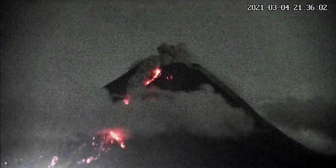 Luncuran awan panas dan lava pijar Merapi terekam CCTV Tunggularum.