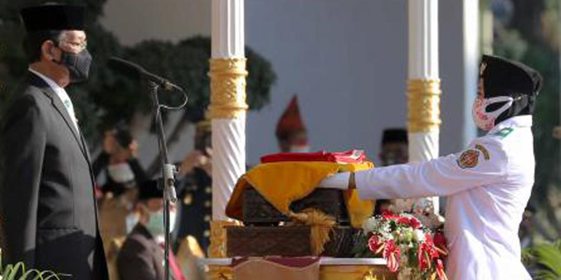 Gubernur DIY Sri Sultan Hamengku Buwono X memimpin upacara Peringatan HUT ke-76 RI di Yogyakarta